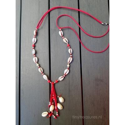 schelpen ketting in zacht roze/rood