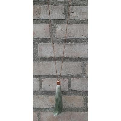 Bronzen ketting met  zachtgroene tassel