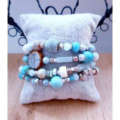 kralenarmband in zacht blauwe kleuren